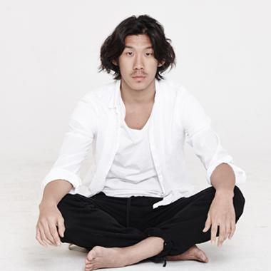 380x380 Kim Jae Duk sitting position